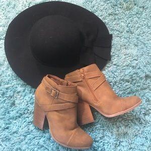 LC Lauren Conrad Shoes - Lauren Conrad Tan Ankle Boots